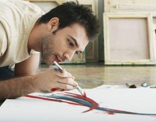 אדם מצייר